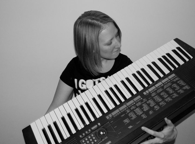 Emma Knights with a keyboard